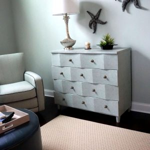 4 drawer chest with lamp on it
