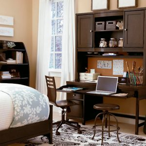 Universal-Smart-Stuff-Freestyle-desk-and-hutch.jpg