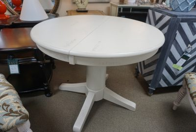 John Thomas 42″ Round Butterfly Leaf Table