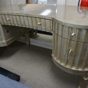 Hooker Mealnie Fluted Kidney Desk 2